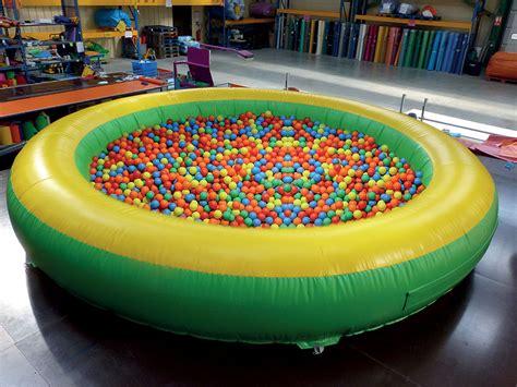 bureau boule piscine gonflable pour mettre des boules pour les enfants
