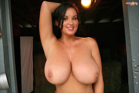Sarah Nicola Randall Beautiful Big Boobs Free Hd Wallpapers