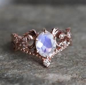 verlobungsring blauer stein über 1 000 ideen zu mondstein verlobungsringe auf freundschaftsringe ringe und