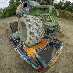 Carcasse De Voiture : monster truck crasez une carcasse de voiture ~ Melissatoandfro.com Idées de Décoration