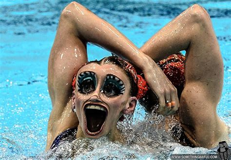 De-synchronized Swimmers!