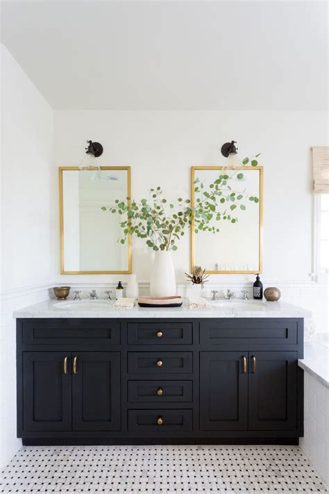 Decoration Ideas For Bathrooms Black And White by Best 25 Black White Bathrooms Ideas On White