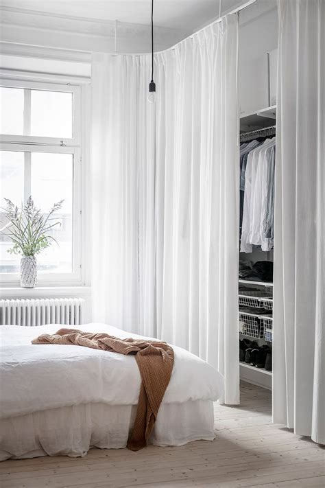 Schrank Mit Vorhang by Tour A Bright Swedish Apartment With A Minimalistic Feel