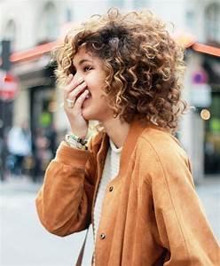 Cheveux Court Bouclé Femme : cheveux fris s 15 coupes et coiffures pour cheveux boucl s ~ Louise-bijoux.com Idées de Décoration