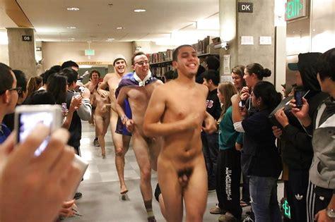 Naked College Runs 45 Fotos