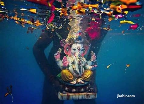 Awesome Pic Of Ganpati Visarjan Underwater » Jkahir.com