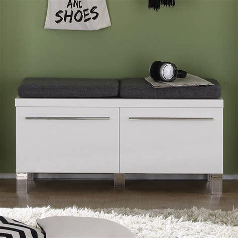 chambre adulte but meuble chaussures avec coussins 2 portes pour entre