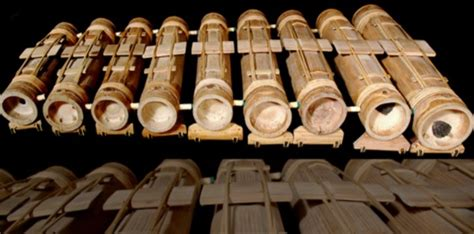 Geundrang adalah alat musik membranophone tradisional asal aceh. Gambar alat musik Celempung