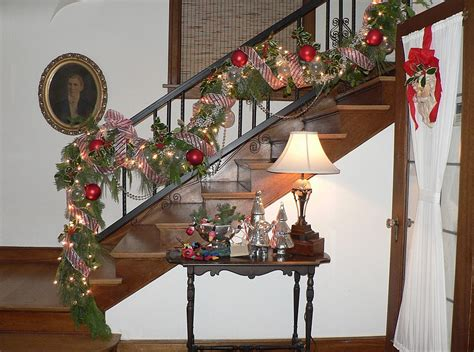 stairwell christmas garland lighting 23 gorgeous staircase decorating ideas