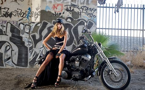 Motorcycle-girls-and-harley-davidson-wallpaper1