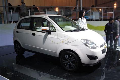 chevrolet  spark auto elettrica al salone  nuova delhi