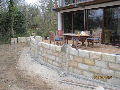 terrasse mit mauer coburg naturstein granit basalt muschelkalk sandstein uwe knauer gartenbau landschaftsbau coburg