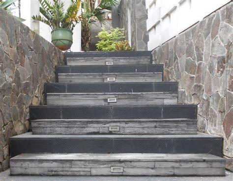 tangga teras beton minimalis interior rumah