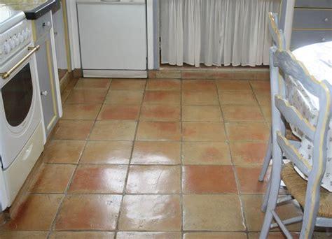 dalle cuisine carrelage terre cuite de 23x23 cm salernes en provence