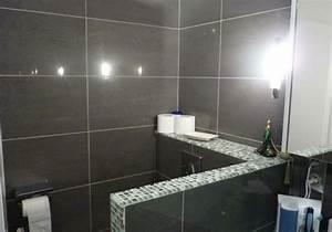 Prix Carrelage Salle De Bain : changer le carrelage de sa salle de bain travaux pour pose de faience ~ Melissatoandfro.com Idées de Décoration