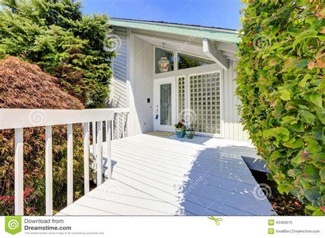 ext 233 rieur moderne de maison porche d entr 233 e photo stock image 43469515