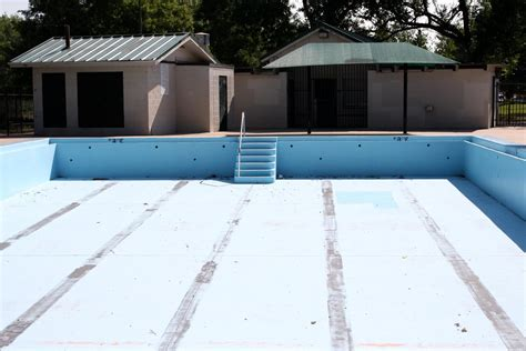 picture empty swimming pool house exterior