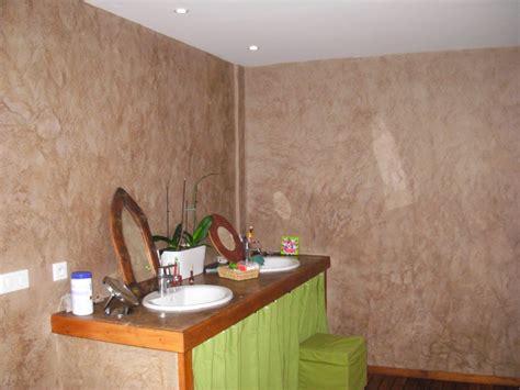 salle de bain dans une chambre faire en couleur atelier de peinture décorative stuc