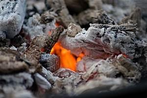 Holzkohle Im Kamin : kostenloses foto feuer holzkohle brennen asche kostenloses bild auf pixabay 1629130 ~ Frokenaadalensverden.com Haus und Dekorationen