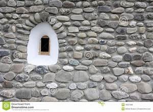 Mur De Pierre Intérieur Prix : petit hublot m di val l 39 int rieur d 39 un mur en pierre ~ Premium-room.com Idées de Décoration