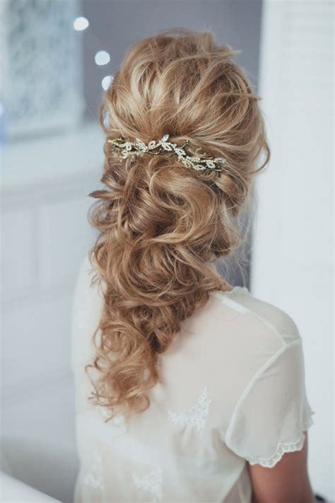 lovely wedding hairstyle  bridal headpieces