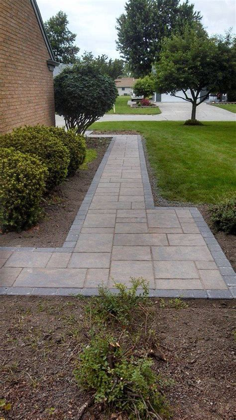 Unilock Beacon Hill Pavers by Unilock Beacon Hill Flagstone Paver With Accent Paver