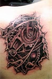 Trendy Biomechanical Tattoo Design On Back Shoulder ...