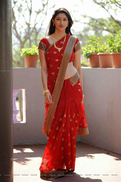 actress hot images tanwi vyas shoing navel in red saree