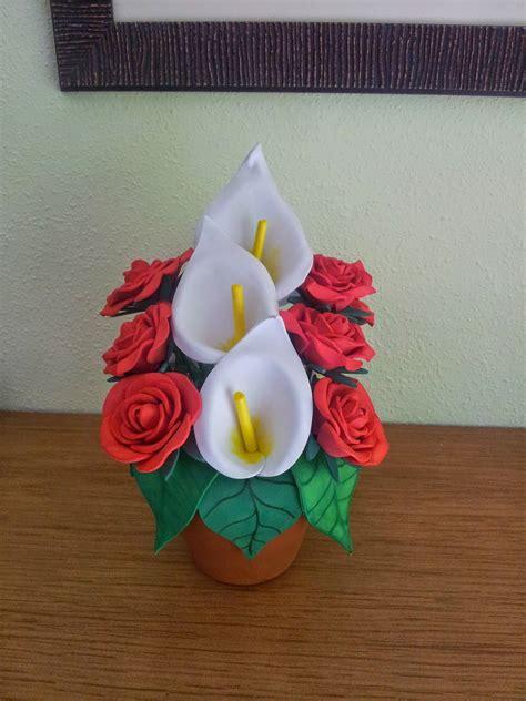 Calas y rosas realizadas con goma eva Rosas en goma eva