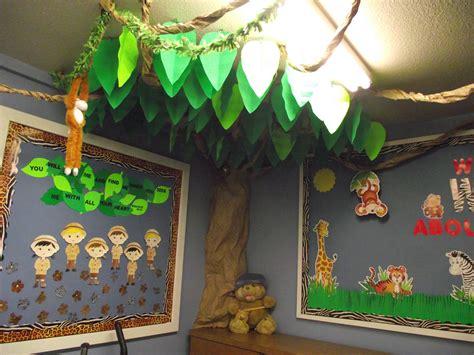 Decorating Themes : Decorate Sunday School Door Clipart