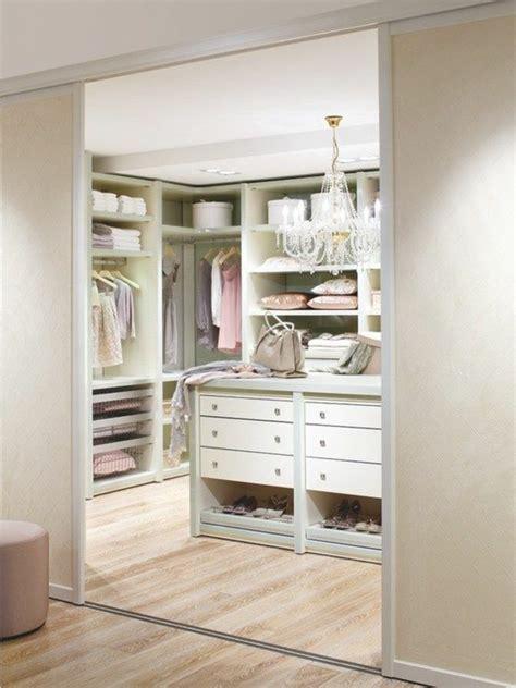 comment ouvrir une porte de chambre comment aménager un dressing pratique et ranger les