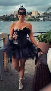 Black Swan Kostüm Selber Machen : die besten 25 black swan kost m ideen auf pinterest schwarzer schwan make up rabe halloween ~ Frokenaadalensverden.com Haus und Dekorationen