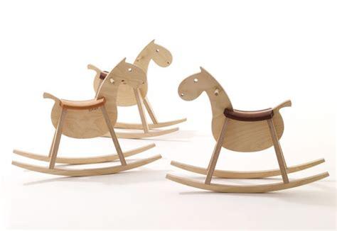 deco chambre cheval mustang cheval à bascule en bois pour enfants now