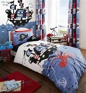 Lit pirate lit pour chambre de pirate et housse de for Luminaire chambre enfant avec ensemble housse de couette et rideaux