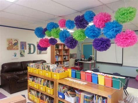 clever diy ways  decorate  classroom
