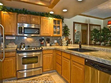 kitchen designs with oak cabinets backsplash for kitchen with honey oak cabinets google