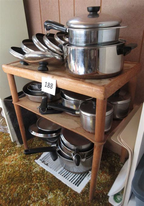 albrecht auctions revere ware copper bottom cookware   table