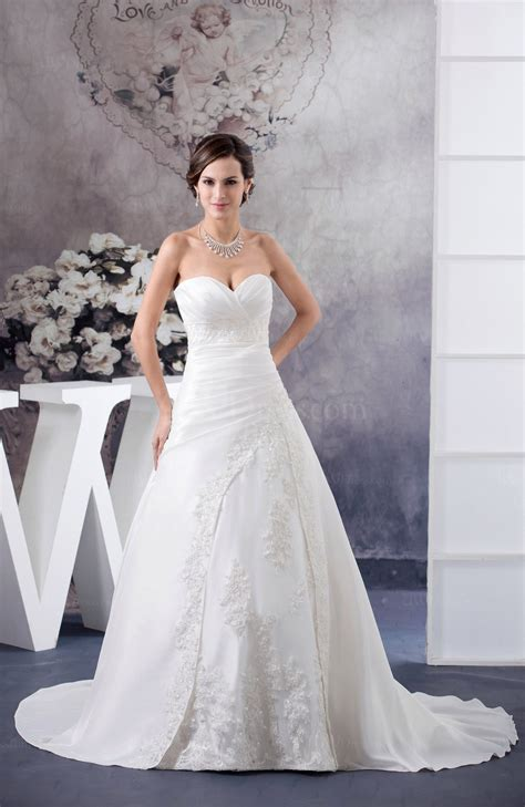 white traditional bridal gowns winter unique sweetheart