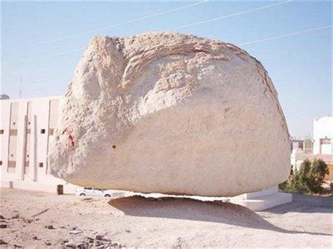 Hanging Stone In Mecca  A Live Miracle In The World Is