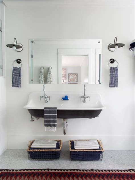 Bathroom Ideas For Small Bathrooms by Small Bathroom Ideas On A Budget Hgtv