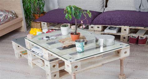 canapé fait avec des palettes des meubles en palette à transformer comme on veut