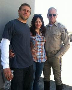 maggie siff and charlie hunnam photos - Google zoeken ...