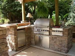 barbecue fixe fonctionnel et esthetique dans le jardin With plan de travail pour barbecue exterieur