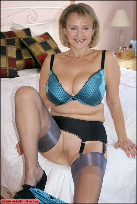 Michelle shows tits and pussy | MATURE XXX PICS