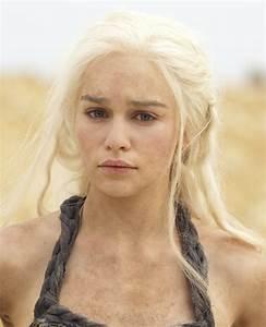 Emilia Clarke as Daenerys Targaryen on Game of Thrones ...