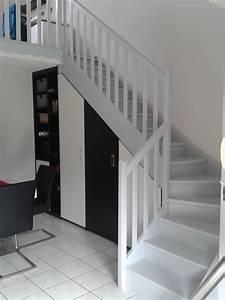 Placard Escalier : peindre un escalier en bois en 2019 placard sous escalier escalier bois peindre escalier ~ Carolinahurricanesstore.com Idées de Décoration