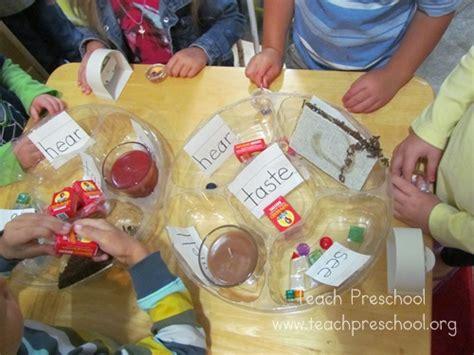 five senses discover and explore kit teach preschool 865   Five Senses 027