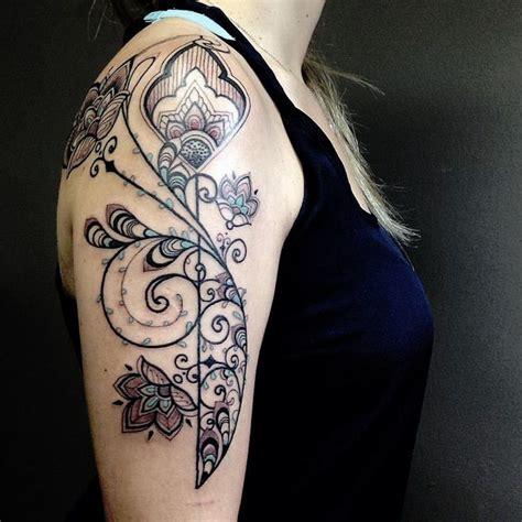 tatouage arabesque sapproprier linkage feminin par