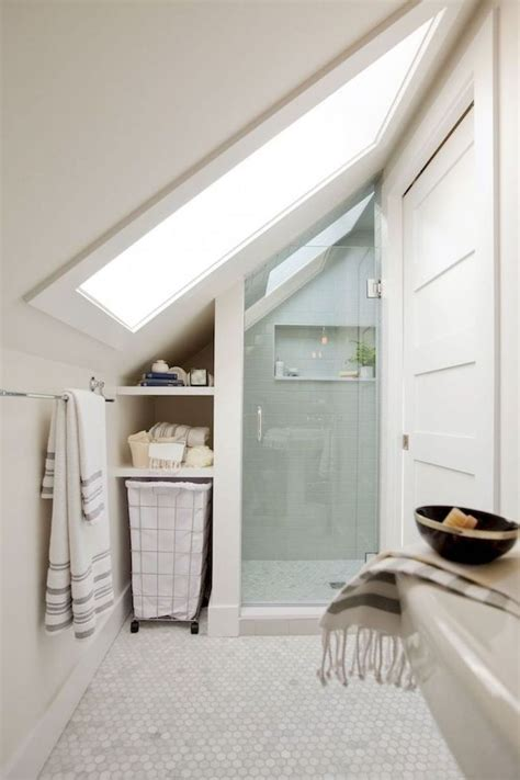 salles de bain sous comble tiny house bathroom small