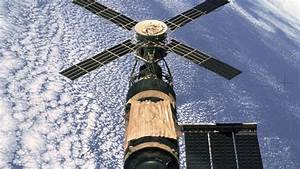 The Day Skylab Crashed to Earth: Facts About the First U.S ...